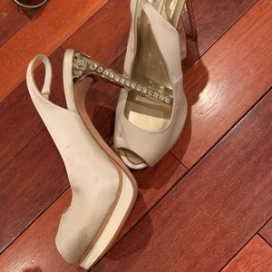 BCBGMaxAzaria creme jeweled size 7.5 heels